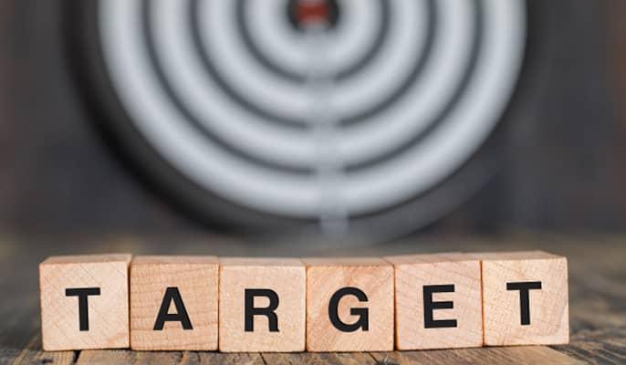 بازار هدف - جمعآوری دادههای مربوط به مشتریان فعلی